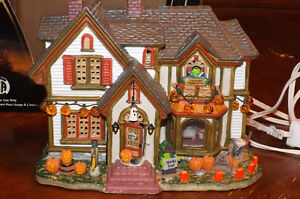 Lemax SPOOKY TOWN VILLAGE Series HALLOWEEN  HOUSE