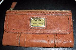 FOSSIL LEATHER CLUTCH PURSE-USED