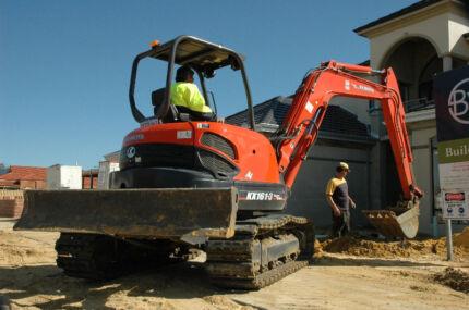 Excavators 1.6  to 9.0 tonne, Bobcats, Track loaders - Wet Hire