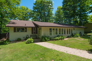 Waterfront bungalow, just south of Bancroft!