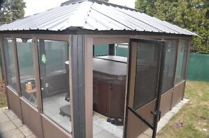 SPA (Hot tub) 4 saisons Coast Spa et Gazebo - 3 ans
