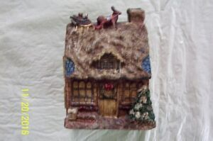 COLLECTIBLE CHRISTMAS HOUSE THAT OPENS