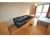 RENT INCLUDES HOT WATER & HEATING Large 2 double bedroom flat fitted kitchen wood flooring near UCL
