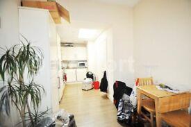 2 bedroom flat in Holloway Road, London, N7