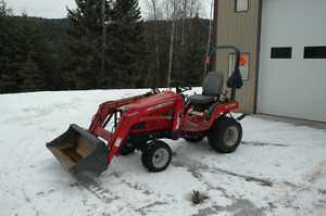 Massey GC2300 subcompact tractor with loader, Snowblower