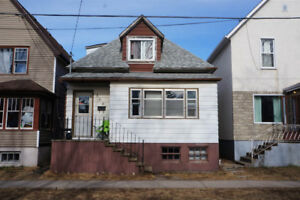 166 MACHAR AVE - INVESTMENT PROPERTY - $1800 Monthly Income!