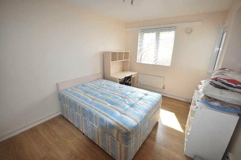 Brilliant 4 Bedroom Property Close Commute to Euston Station, Double Rooms - **Available September**