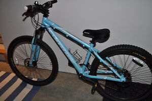 Barely used Cannondale F7 moutain bike