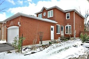 Detached 2 story,8 rooms,3bedrooms,Thornhill, Near promenade