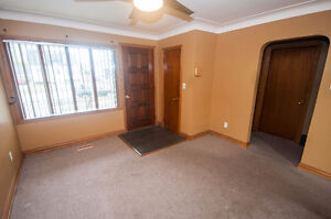 2 BEDROOM BUNGALOW WITH 1 AND 1/2 CAR GARAGE - PRIVATE FINANCING Windsor Region Ontario image 4