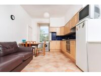 Large top floor 4 bed flat with broadband Newington Available August