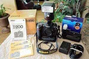 Nikon D-200 à vendre, avec battery pack et flash Nikon SB-28
