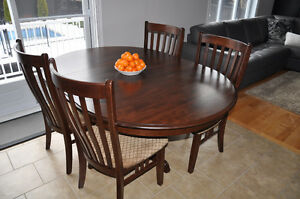 Kitchen Table & Chairs - Excellant condition...