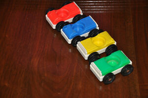 VINTAGE FISHER PRICE LITTLE PEOPLE ACTION GARAGE CARS