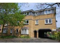 1 bedroom flat in Nickelby House, South Ealing, W54