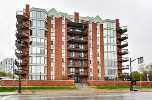 Condo with 2 bedrooms located in downtown Hull