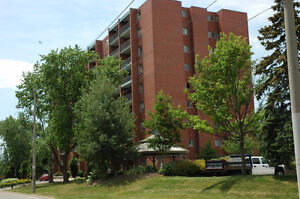 Beautiful All-Inclusive 2 Bedroom Near Fairview Mall