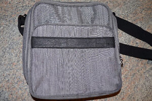 ROOTS INSULATED LUNCH BAG - NEW