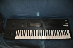Keyboard / clavier KORG M1 + Cartes
