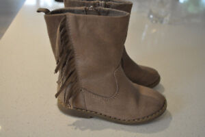 Girls size 7 Micro suede boots