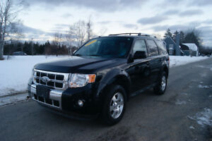 2012 Ford Escape LIMTED !! Emaculate condition !!
