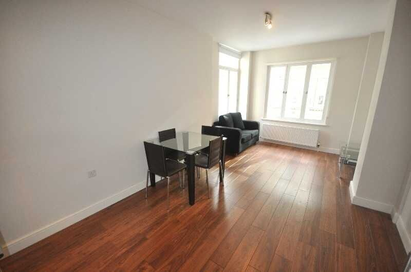 *NO AGENT FEES INCLUDES GAS, HOT WATER & HEATING - Stunning large 1 double bedroom fitted kitchen*