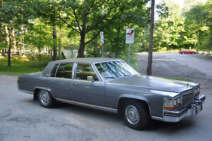1987 Cadillac Fleetwood Brougham Évaluation 8500$