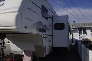 Fleetwood Extreme 5th Wheel with bunks