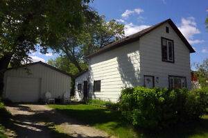 3 Bed home with heated shop!