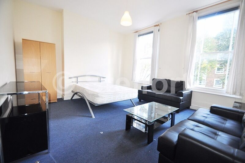 3 BEDROOM GARDEN MAISONETTE IS SET WITHIN WALKING DISTANCE TO LOCAL TUBE STATIONS & AMENITIES