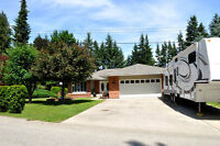 Immaculate Lakeview Rancher In Blind Bay with full walk out bsmt
