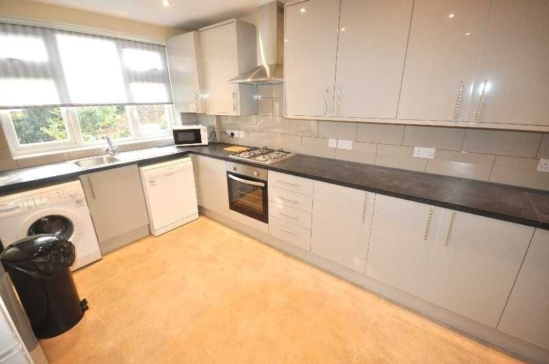 Completely refurbished 4 double bedroom house fitted open plan lounge/kitchen GCH 2 bathrooms & More