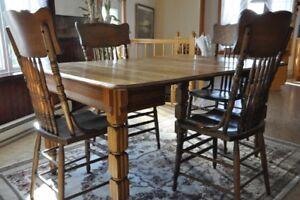 Mobilier salle à dîner antique en chêne