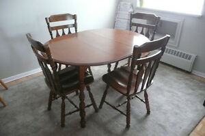 "Dinning Table & Chairs - maple ""Kroehler"