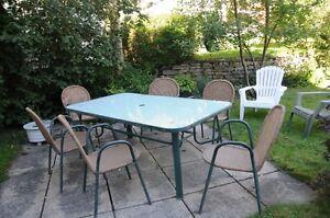 Set de patio avec 6 chaises et 2 fauteuils de parterre
