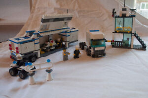 7743 Lego City Police Command Center with Manual and Box