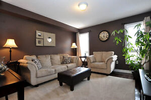 Spacious Semi-Detached Home in Newmarket Area, 4 bedroom 2000sqf