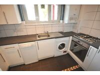 *Great 3 bedroom flat fitted kitchen wood flooring neutral decor bathroom near UCL available 9 Sept*