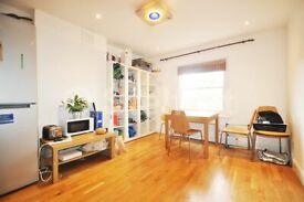 2 bedroom flat in Freegrove Road, London, N7