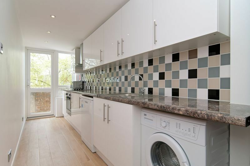 5 bedroom flat in Paynes Walk, London, W68