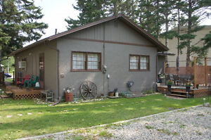 Vacation Rental in the Heart of Wasagaming - Clear Lake - RMNP