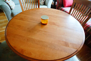 Maple wood dining room table with 4 chairs West Island Greater Montréal image 3