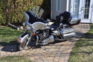 Moto Harley Davidson FLHTC