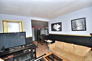 Two 2 Bedroom and den bungalow five minutes from Ottawa 950$ ava