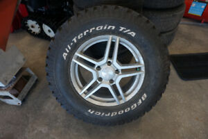 1-BRAND NEW JEEP RIM AND TIRE 265 70 17