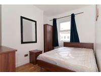 5 bedroom flat in Percy Road, Shepherds Bush, W12