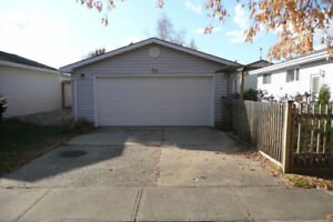 Double Garage For Rent in St.Albert just off Ray Gibbon Drive