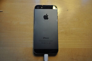 iPhone 5 64gb (Factory Unlocked) OtterBox case included