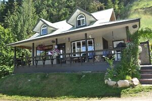 Lake Front Cottage for Rent on Mabel Lake