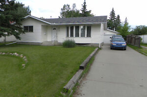 Large 5 bedroom, 2 and a half bath bungalow in Leduc